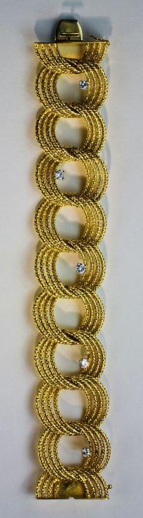 An 18 ct gold and diamond bracelet