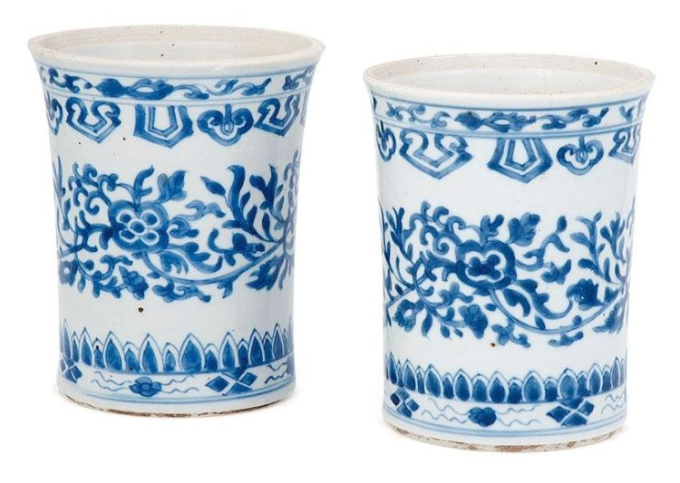 A pair of Chinese blue and white brush pots, Qing Dynasty, 18th century