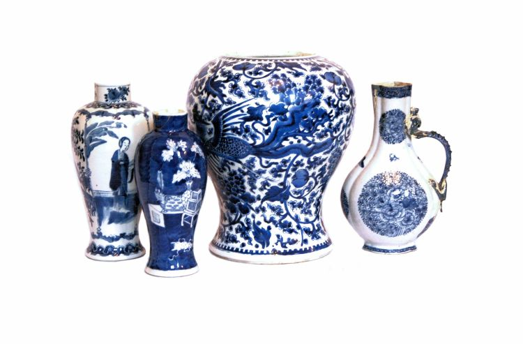 A Chinese blue and white flask, Qing Dynasty, 18th century