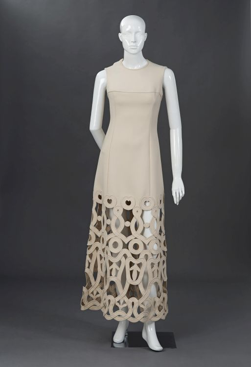 A cream gala gown in heavy pure wool double crepe