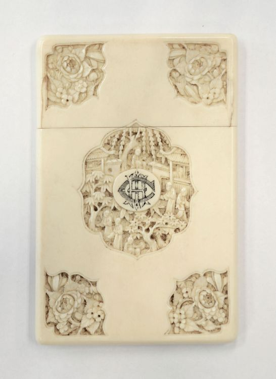A Chinese Canton Export carved ivory card case, 19th century