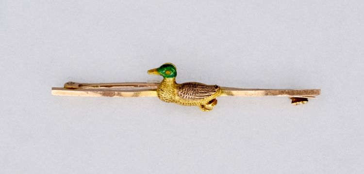 A 9ct gold bar brooch