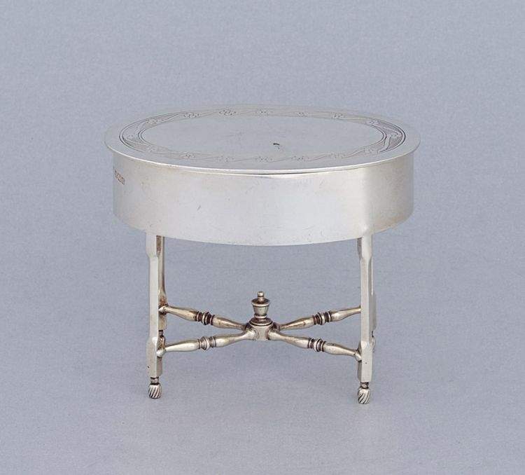 A George V silver trinket box, Roberts & Belk, Sheffield, 1912
