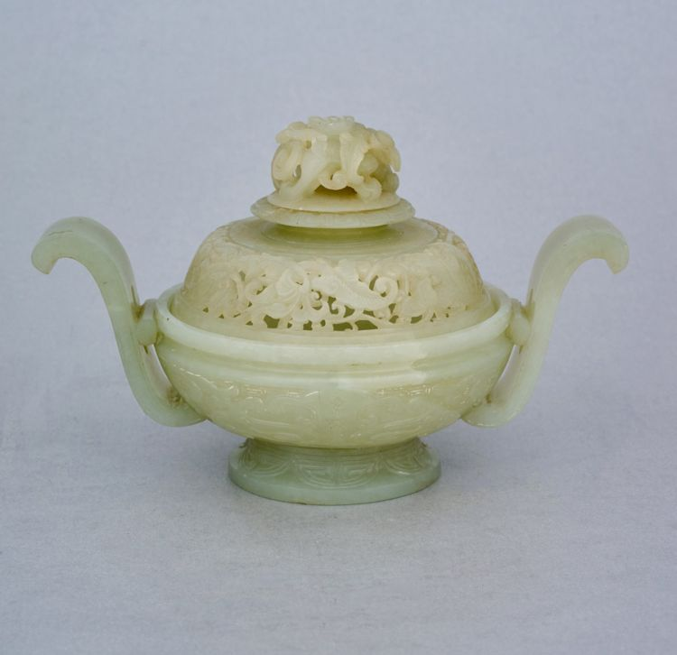 A Chinese jade censer, early 20th century