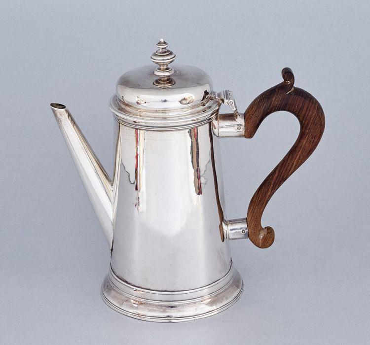 A George III silver coffee pot, John Langlands I & John Robertson I, Newcastle, 1783