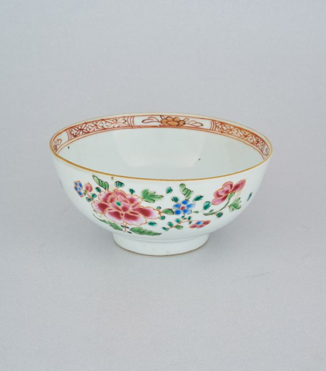 A Chinese famille-rose bowl, Qing Dynasty, early 19th century