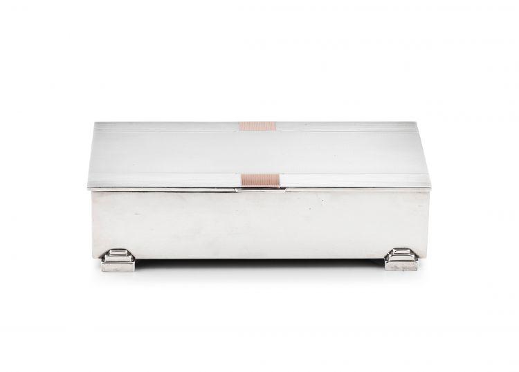 An Elizabeth II silver and gold cigarette box, Deakin &Francis Ltd, Birmingham, 1954