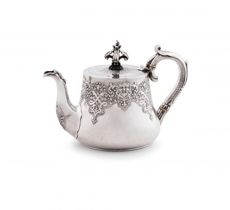 A Victorian silver teapot, Robert Hennell II, London, 1852