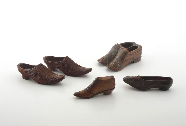 A group of treen, 19th and 20th century
