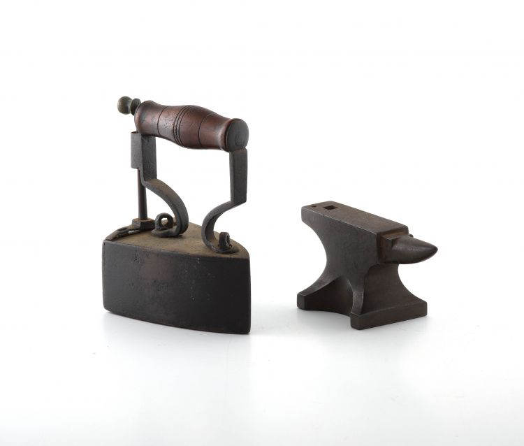 A cast-iron miniature iron, Bate, late 19th/early 20th century