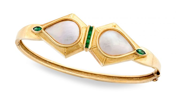 Mabé pearl, emerald and gold bangle