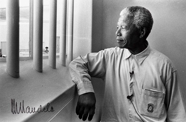 Jürgen Schadeberg; Nelson Mandela's return to his cell on Robben Island IV