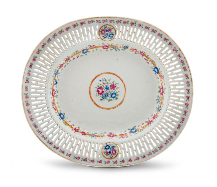 A Chinese Export famille-rose plate, Qing Dynasty, circa 1800