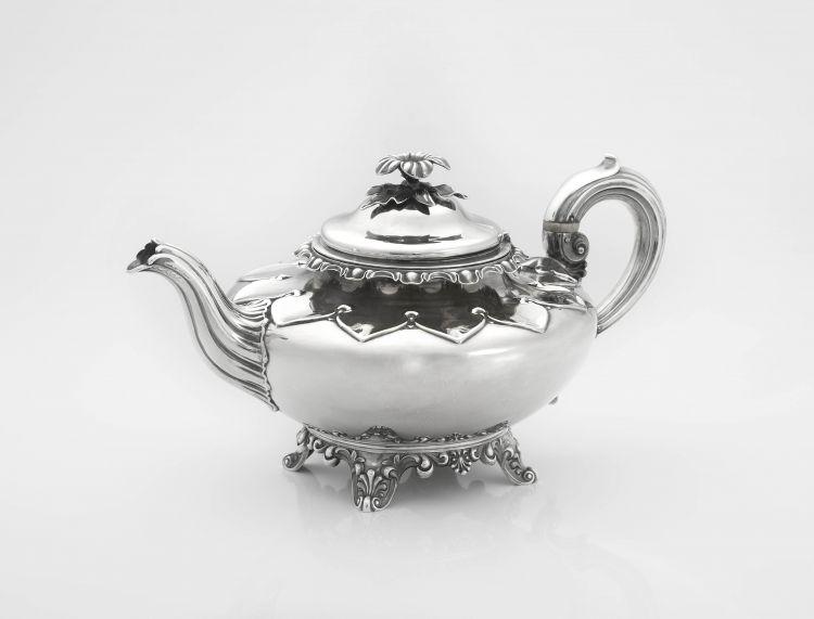 A Victorian silver teapot, Edward, Edward junior, John & William Barnard, London, 1840