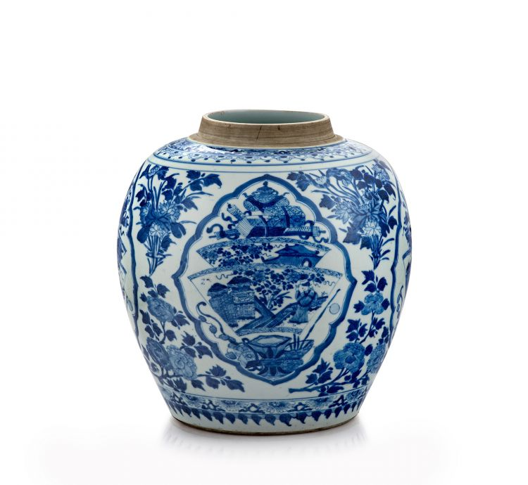 A Chinese blue and white jar, Qing Dynasty, Kangxi period, 1662-1722