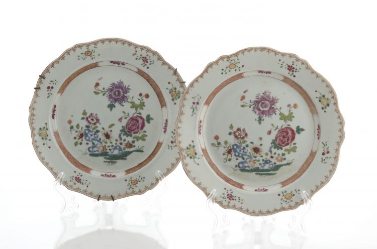 A pair of Chinese famille-rose plates, Qianlong period (1735-1796)