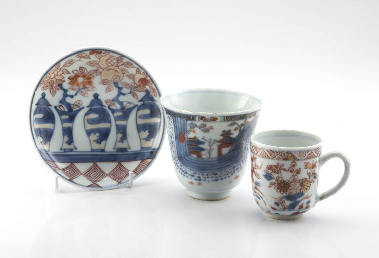 A Chinese Export 'Imari' blue and white cup, Qianlong period (1735-1796)