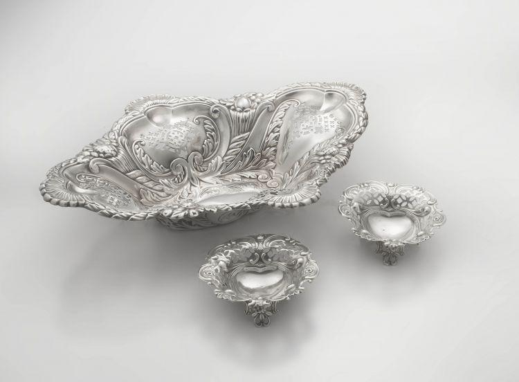 A Victorian silver dish, Elkington & Co Ltd, Birmingham, 1898