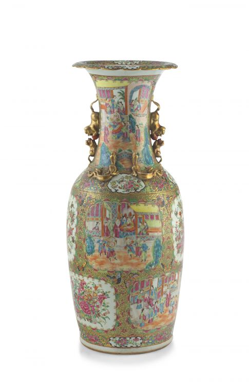A large Chinese famille-rose vase, Qing Dynasty, late 19th century