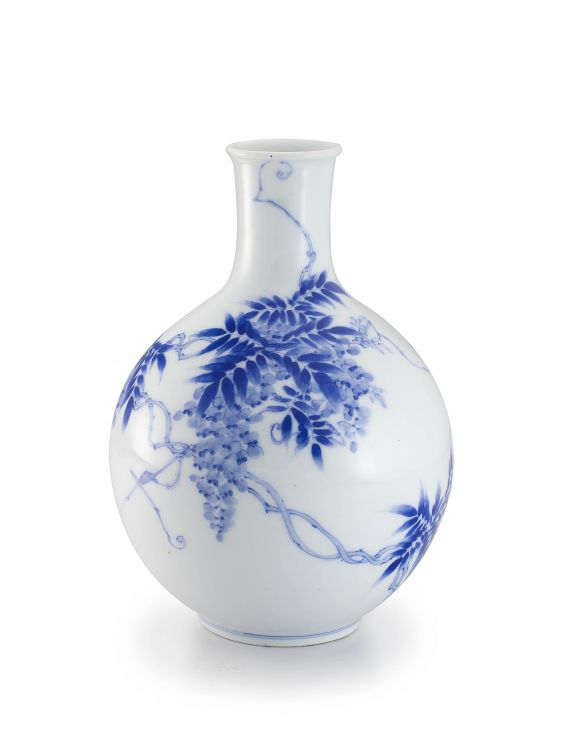A Japanese blue and white bottle vase, late Meiji period (1868-1912)