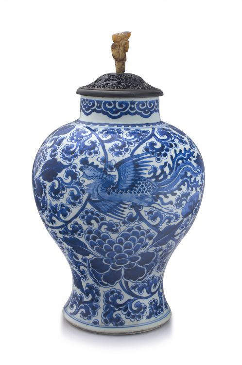 A Chinese blue and white vase, Qing Dynasty, Kangxi period, 1662-1722