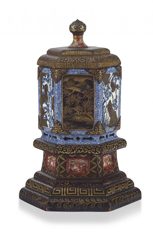 A Japanese Arita blue and white and lacquered jar and cover, 18th century