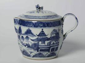 A Chinese blue and white covered jug, Qing Dynasty, Qianlong (1735-1796)