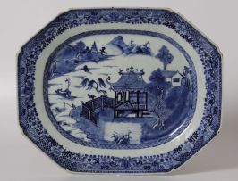 A Chinese blue and white octagonal platter, Qing Dynasty, Qianlong (1735-1796)