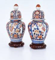 A pair of Japanese Imari jars and covers, Meiji Period (1868-1912)
