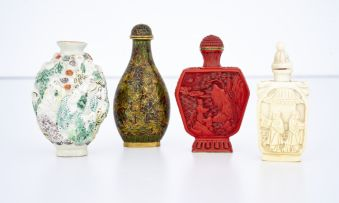 A Chinese porcelain snuff bottle, early 20th century