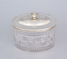 An Edwardian silver-plate-mounted glass biscuit barrel