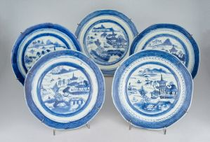 A Chinese blue and white platter, Qing Dynasty, late 18th century