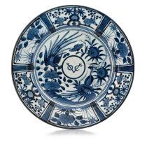 A Japanese blue and white Arita VOC dish, late 17th century