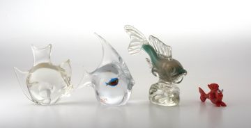 A Murano glass aquarium paperweight of a fish, Elio Raffaeli for Oggetti, mid 20th century