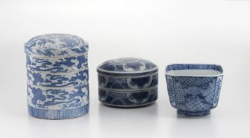 A Japanese blue and white Arita bowl, early 20th century