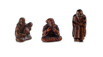 A wood netsuke of a father and baby, 19th century