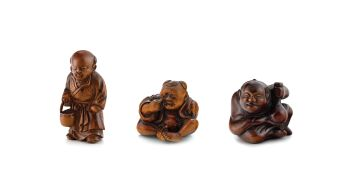 A wood figure netsuke, 19th century