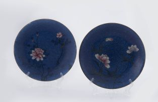 A pair of Chinese blue sgraffito and famille-rose ground plates, Qing Dynasty, late 19th century