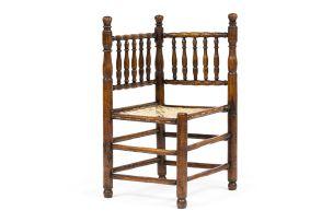 A rare Cape keurboom tolletjie corner chair, 1700–1720