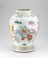 A Chinese famille-rose vase, late Qing Dynasty, 19th/20th century