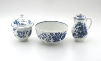 A Worcester blue and white 'Three Flowers' pattern bowl, 1755 - 1790