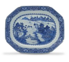 A Chinese Export blue and white dish, Qing Dynasty, 18th/19th century