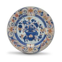 A Chinese Export 'Imari' dish, Qing Dynasty, 18th century