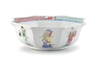 A Chinese famille-rose bowl, Qing Dynasty, 19th century