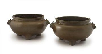 A pair of large Chinese bronze incense burners, Qing Dynasty, 19th century