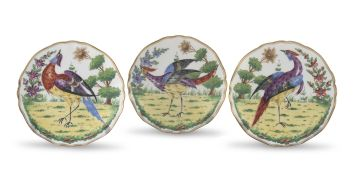 A set of three 'Chelsea' style dishevelled bird cabinet plates, early 20th century