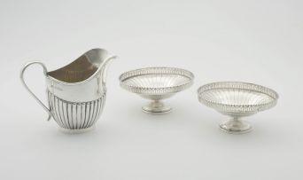 An Elizabeth II silver cream jug, E Viners, Sheffield, 1953