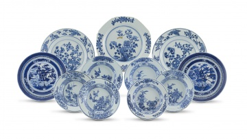 A pair of Chinese blue and white bowls, Qing Dynasty, Kangxi period, 1672-1722