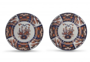 A pair of Japanese Imari chargers, Meiji period, 1868-1912