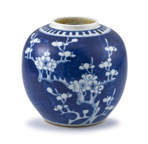 A Chinese blue and white jar, Qing Dynasty, 19th century